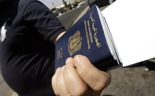 Tráfico de passaportes cresce com os obstáculos aos refugiados