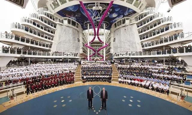 Royal Caribbean assina contrato para três novos navios