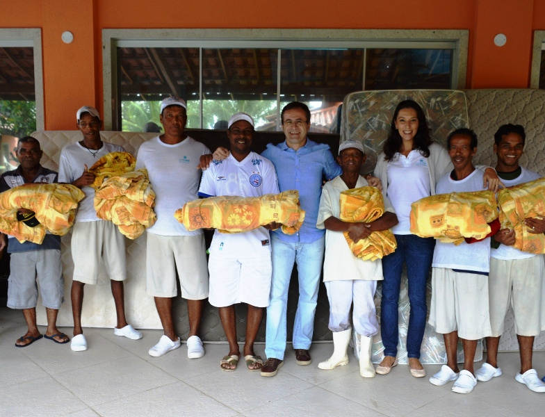 Colaboradores do La Torre ganham colchões e cobertores na Campanha Solidária