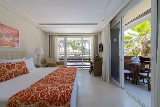 Todas as acomodações do resort, 96 ao todo, dispõem de inúmeras comodidades, entre elas, TV de plasma, cama king size, internet wi-fi, telefone com discagem direta, secador de cabelo e cofre