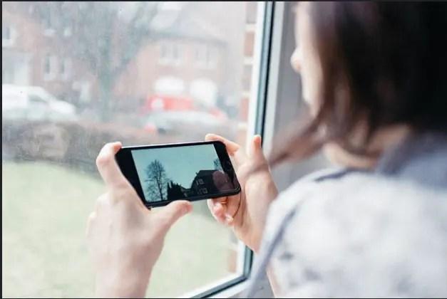 Brasileiro é o que mais publica em redes sociais durante viagens, aponta pesquisa