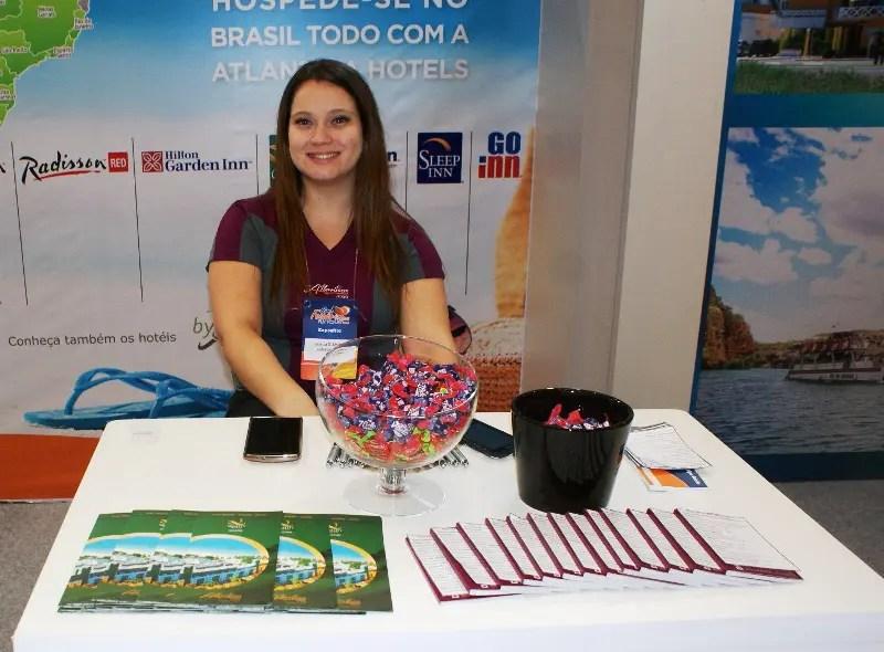 Jéssica D'Amico, executiva de contas representando a Atlantica Hotels no Feirão em Santos