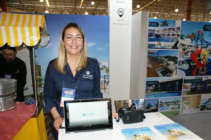 Cinthya Costa é gerente regional para São Paulo, Rio de Janeiro e Centro Oeste do La Torre Resort, que conta com estande no Hiper Feirão de Viagens Flytour