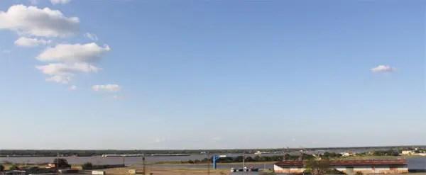Eeconomia mantém-se em níveis constantes e estáveis, como o Rio Paraguai, que banha a capital (foto: Paulo Atzingen)