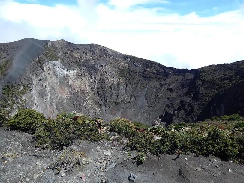 Cratera do vulcão Irazú. conta com uma cratera de 300 metros de profundidade e 1050 metros de extensão. Foto: Marcos J T Oliveira