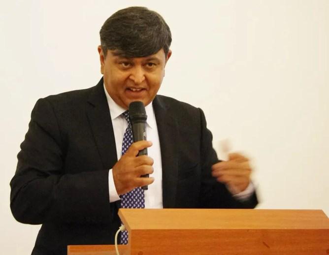 Sunil Lal, embaixador da India no Brasil, falando durante evento em São Paulo. (Foto: divulgação)
