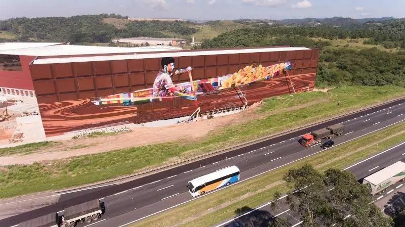 O mural ilustra uma das etapas da produção de cacau (Foto: Divulgação)