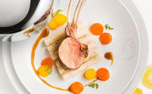 Air France oferece o melhor da culinária francesa com uma carta de vinhos e champanhes