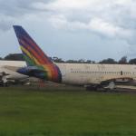 Carcaças de aviões permanecem em aeroportos depois de leiloadas