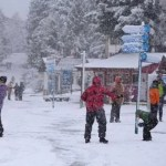 Inverno de Bariloche chega com nevasca inesperada