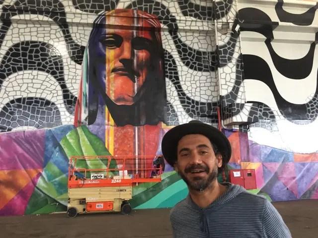 Eduardo Kobra, mago dos murais, termina painel no Riocentro