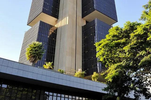 Atividade econômica do Brasil cresce 0,41% em julho, aponta BC, acima do esperado