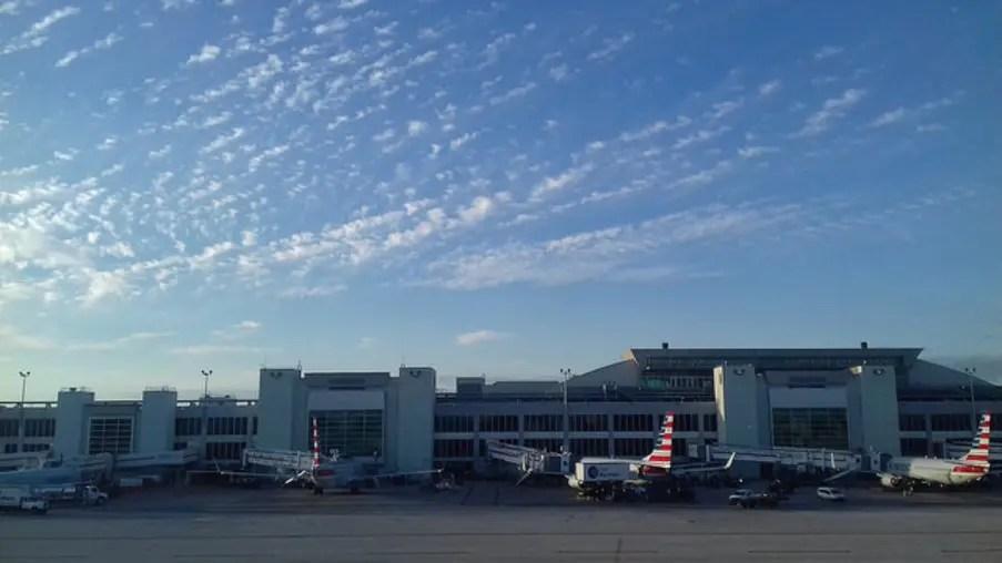 Aeroportos da Florida podem voltar a operar ainda nesta terça-feira