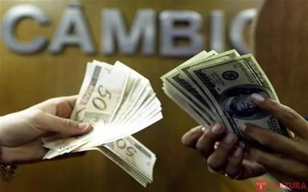 Dólar despenca 2,27% e volta a ficar abaixo de R$3,25