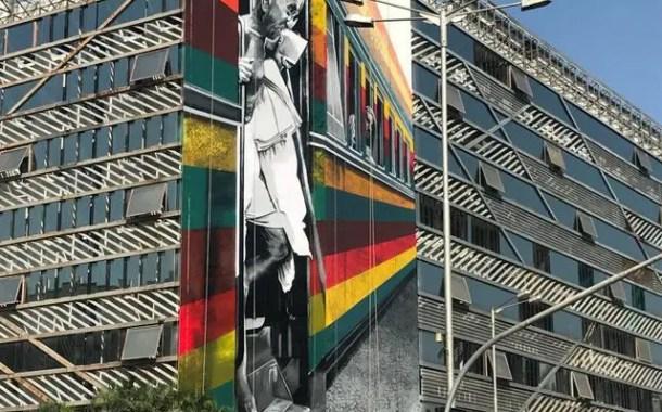Eduardo Kobra termina mural Gandhi na Índia
