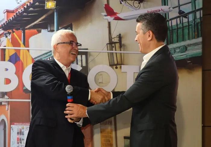 Tarcísio Gargioni, VP marketing e vendas da Avianca Brasil e Felipe Carreras, secretário de Turismo de Pernambuco durante evento (Foto: Hesíodo Goes)