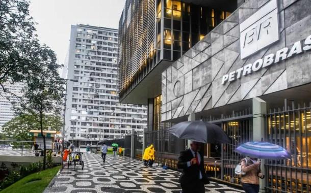 Petrobras reduzirá preços de diesel e gasolina nas refinarias a partir de terça-feira (9)