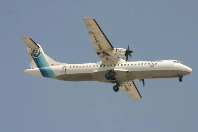 Irã encontra destroços de avião que caiu com 65 pessoas em topo de montanha