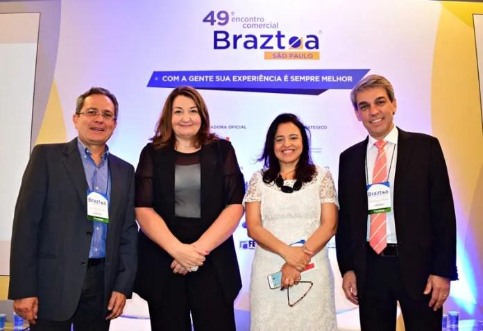 Carlos Lopes (presidente da ABAV Nacional), Magda Nassar (presidente da Braztoa), Monica Samia (CEO Braztoa) e Fernando Santos (presidente da Aviesp)