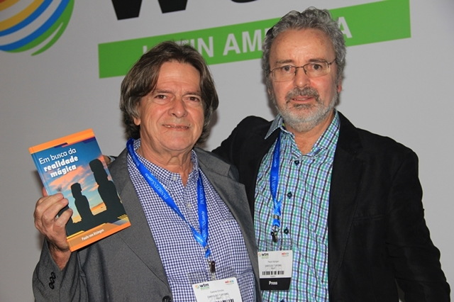O jornalista Gabriel Emídio, revisor do livro, com o autor