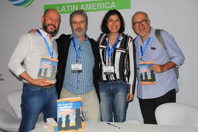 Wanderley Mattos Jr (autor da foto da capa do livro), Paulo Atzingen, Regiane von Atzingen (esposa e jornalista) e Roberto Maia (jornalista)