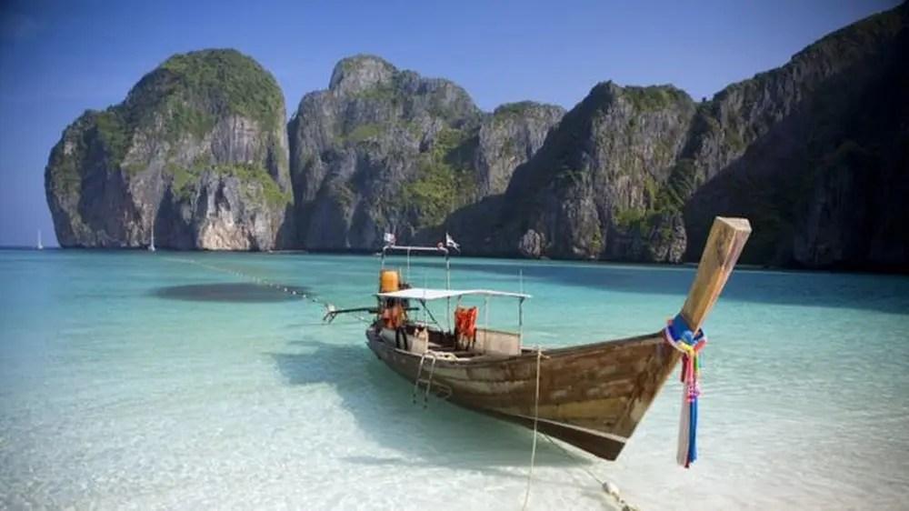Paraíso tailandês ficou conhecido mundialmente após aparecer em filme com Leonardo DiCaprio (Foto: Getty Images via BBC)