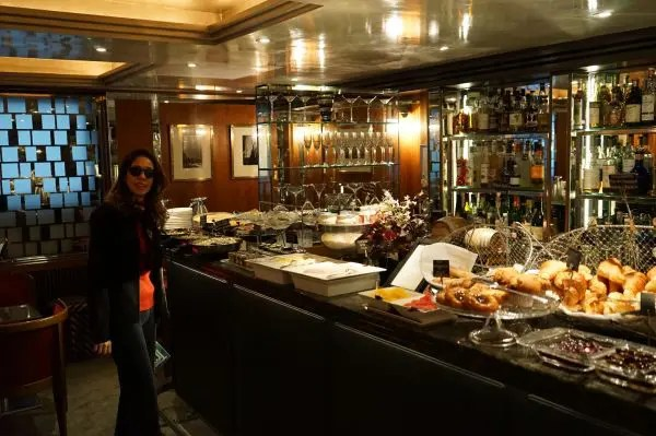 A jornalista Adriana Reis no hotel The Capital