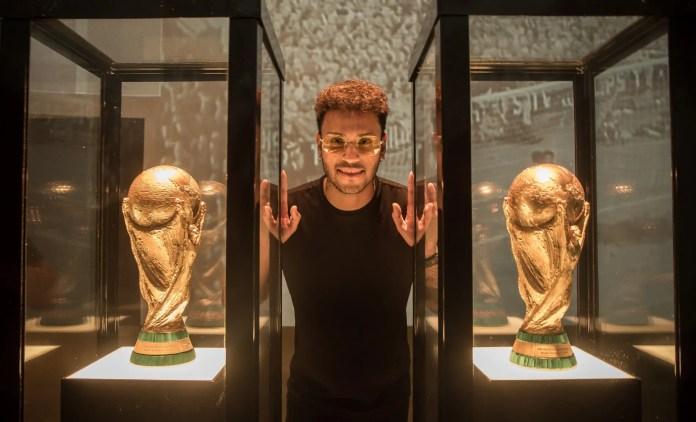 Museu da CBF, Rio de Janeiro, Brasil - Lançamento da campanha da GOL para a Copa do Mundo 2018. com Gabriel Lucas, sósia do Neymar. Foto: Marcio Rodrigues/GOL