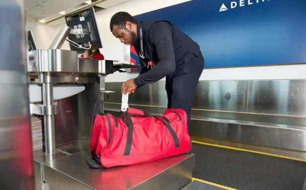 Exemplo da Delta de adoção de etiqueta RFID na bagagem influencia IATA