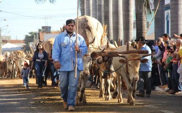 Festa religiosa reúne milhares de turistas de um dia em Trindade (GO)