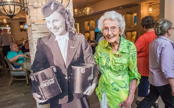 Delta Airline homenageia sua ex-aeromoça, Sybil Peacock, de 102 anos