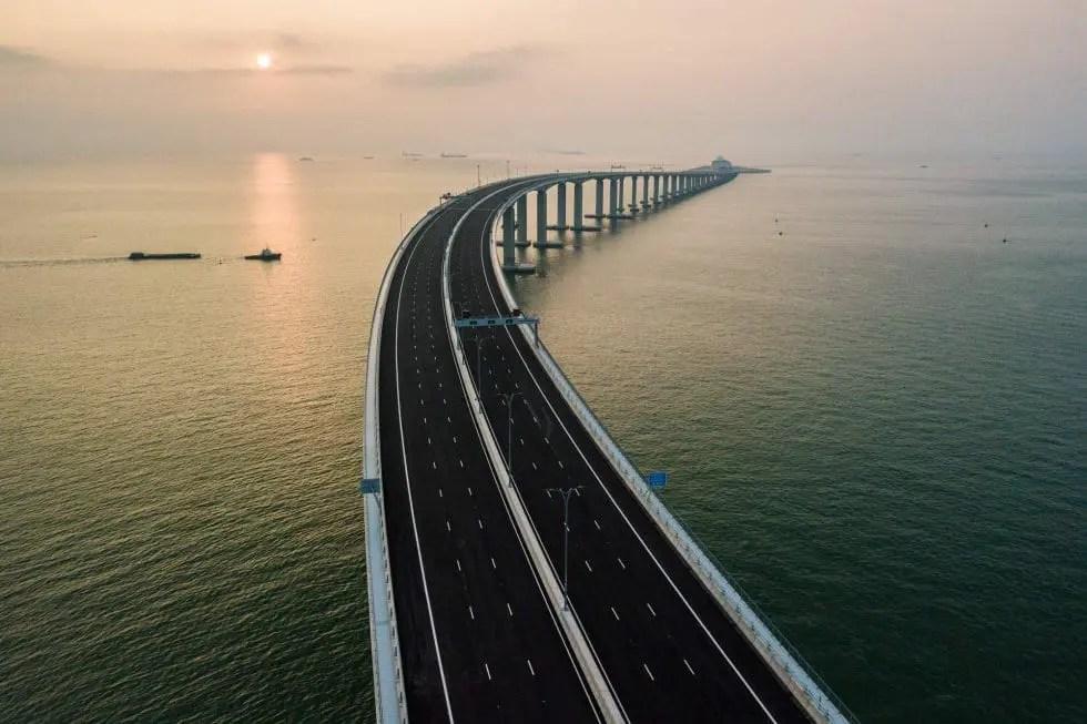 Maior ponte do mundo construída sobre o mar é inaugurada na China (Foto da Edição)
