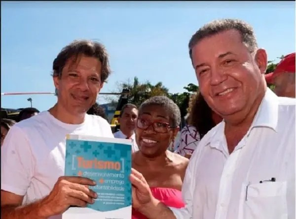 Candidato do PT à Presidencia da República recebe documento com as demandas do turismo