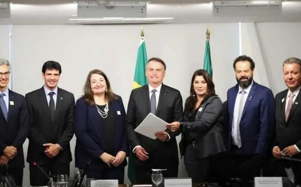 Jair Bolsonaro recebe empresários do turismo para promover o setor