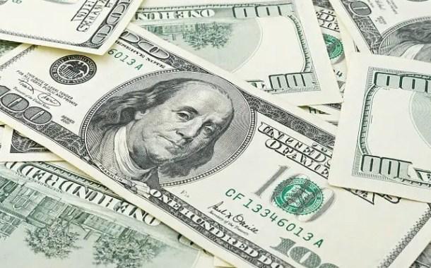 Gastos de brasileiros no exterior recua para 10% devido a alta do dólar