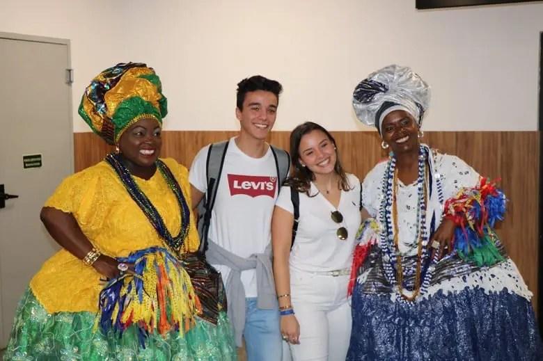 Turistas de Portugal chegam para curtir o verão da Bahia