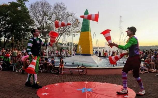 Carnaval no Marco das 3 Fronteiras, em Foz do Iguaçu, tem programação especial para toda a família