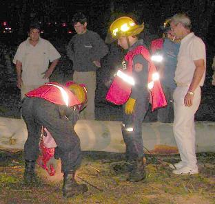Bomberos trabajando durante el último temporal.