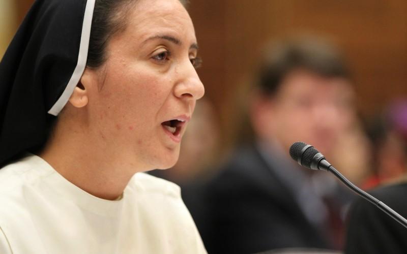 La monja iraquí dejó las cosas claras en el Congreso de los Estados Unidos, un país que financia indirectamente al Estado Islámico. Fuente: (CNS) catholicherald.co.uk