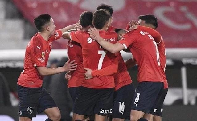 Independiente goleó 3 a 0 a Colón y recuperó la punta por 24 horas