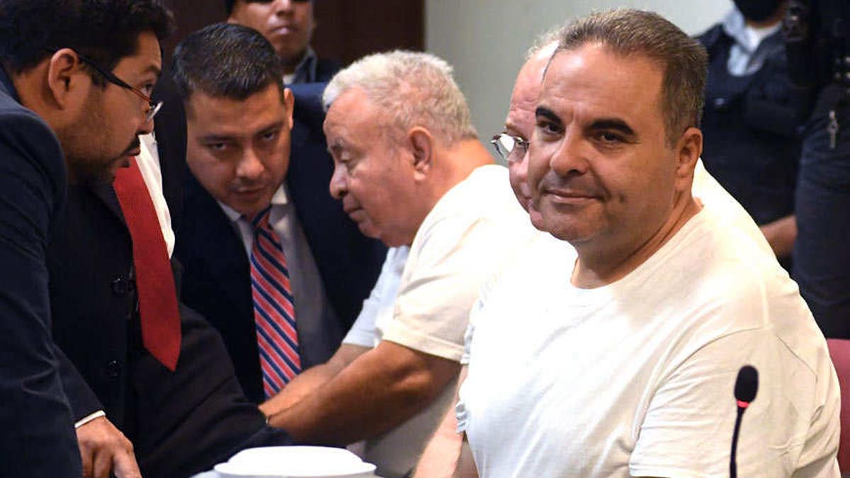 Exoneran a ex presidentes salvadoreños por el desvío de 10 mdd