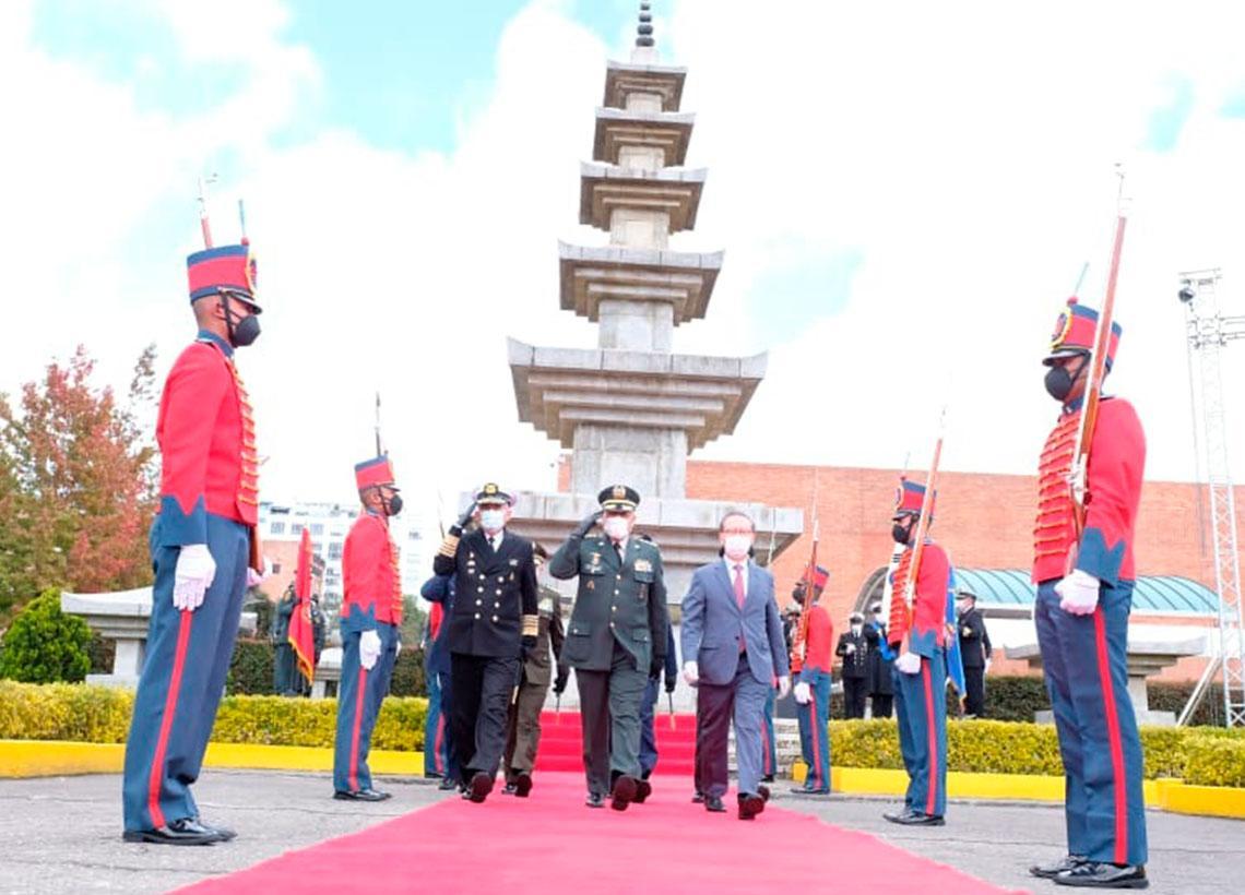 Fuerzas Militares rinden homenaje a los héroes de la guerra de ...