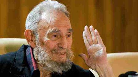 """Castro elogió este domingo que el presidente de Ecuador, Rafael Correa, haya rechazado """"enérgicamente las amenazas"""" de EE. UU."""