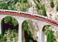 El choque frontal entre los dos trenes se produjo hacia las 7:00 p.m. (hora local)