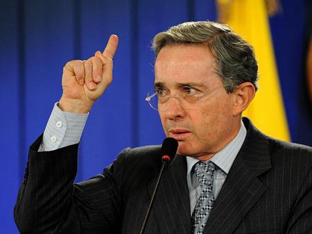 """¨Me siento en la obligación de hacer política mientras tenga energía"""", argumentó Uribe"""