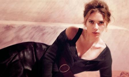 Scarlett Johansson posó sensual, aunque algo recatada, para la revista Interview