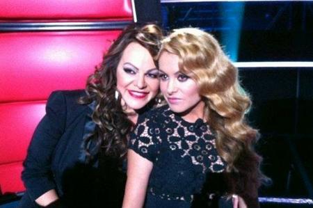 La estrella del pop tiene muy presente a la malograda Jenni Rivera un año después del accidente de avioneta que acabó con su vida