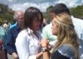 Lilian Tintori junto a la diputada de la AN María Corina Machado en la entrada de la cárcel de Ramo Verde.