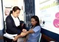 Médicos del centro de salud exhortan a la población a aprovechar estas visitas casa por casa