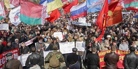 Slaviansk decretó un toque de queda en este bastión de los prorrusos del este de Ucrania y pidió una intervención de Moscú